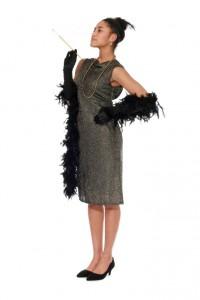 Kleid aus Goldlamé mit tiefen Rückenauschnitt