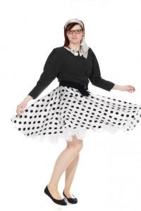 weißer getupfter Tellerrock mit Gummizug, Petticoat und Pünktchenbluse Gr. 40