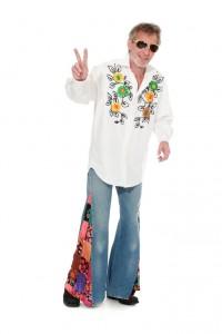 Jeansschlaghose, Hemd mit Blumenapplikationen