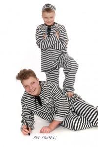 schwarz-weiß gestreifte Anzüge