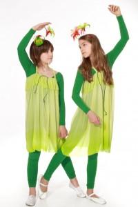 grüne Ganzkörperanzüge mit Schleiernesselkleidern