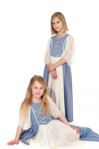 hellblaue Schnürkleider aus Baumwolle und Chiffon in Gr. 128 und 140