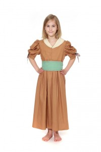rehbraunes Kleid im Empirestil mit Schärpe