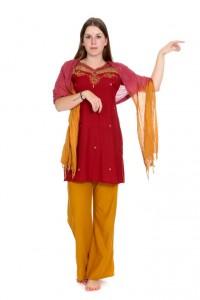 rote Baumwoll Tunika mit Goldstickeri und gelber Hose
