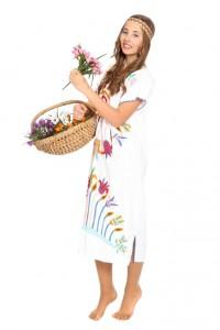 weißes Baumwollkleid mit folkloristischer Stickerei