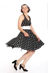 Neckholderkleid mit schwingendem Tellerrock, Petticoat