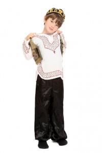 Folklorewesten, -hosen und Kopfbedeckungen sind in verschieden Ausführungen vorhanden