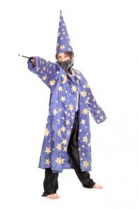 Zaubermantel mit Sternen und spitzem Hut