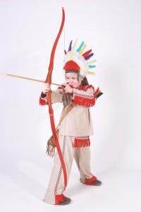 Indianerkostüm mit roten Fransen, Federkrone