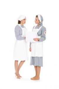 Krankenschwesterntracht mit Schürze und Haube