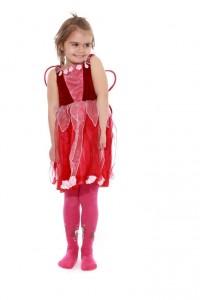 rotes Kleid mit Organzazipfelrock und Flügeln