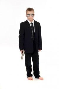 dunkelblaues Jackett, Hemd und Krawatte