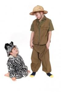 Safarianzug und Zebra