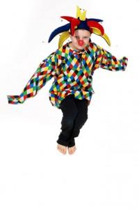 buntes Clownshemd und Schellenkappe in verschiedene Ausführungen