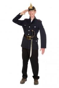 blaue Uniformjacke mit Säbel und Pickelhaube