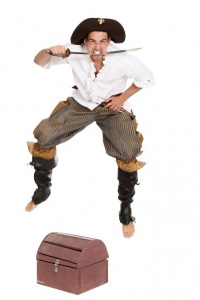 Rüschenhemd und weite Pumphose mit Stiefelstulpen
