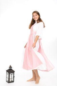 weißes Unterkleid mt rosa Kittelschürze